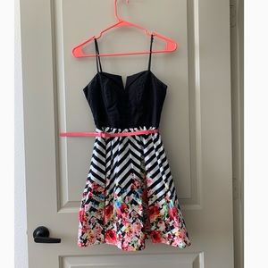 Dresses & Skirts - Chevron and floral print spring dress